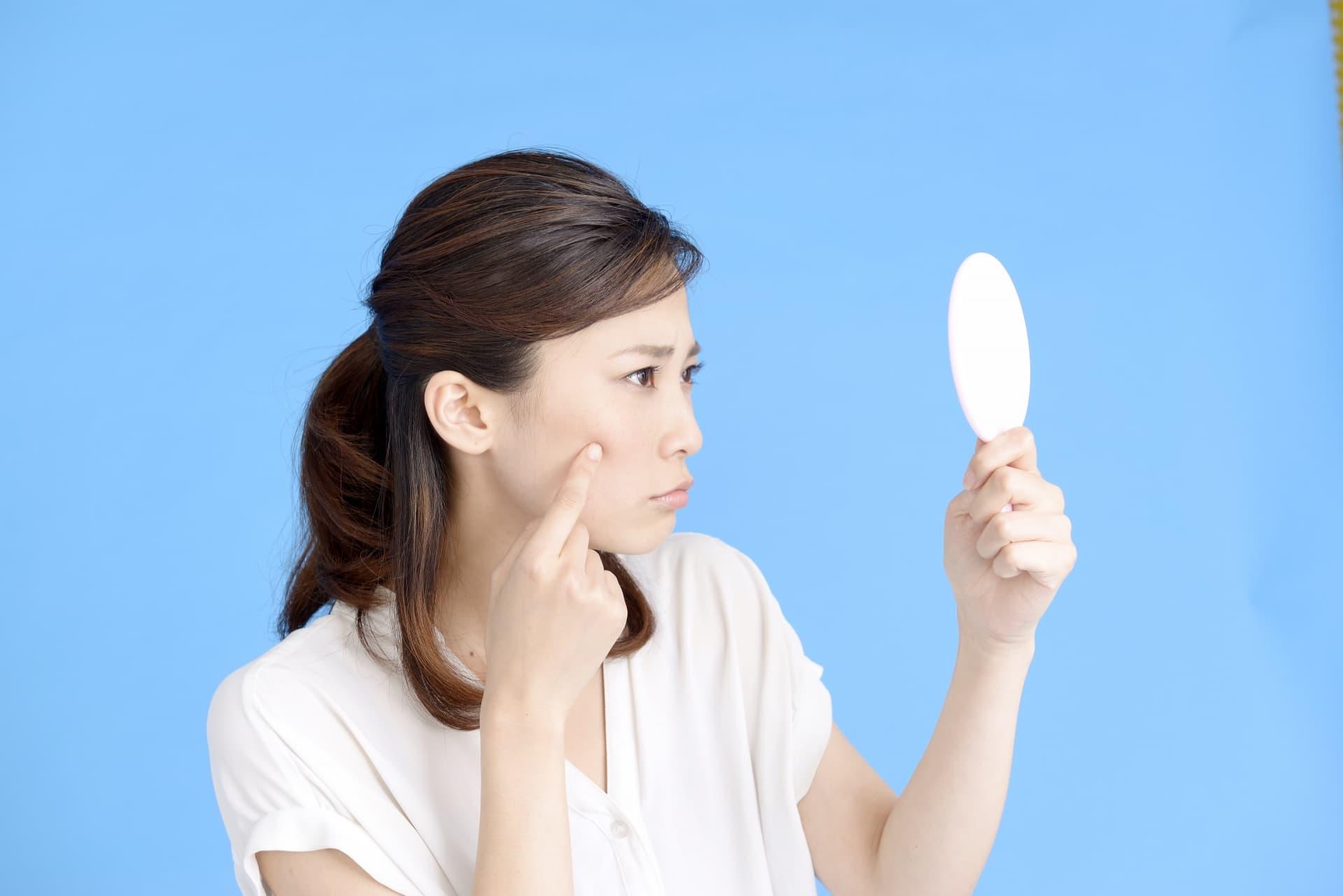 吹き出物 顎 原因 の