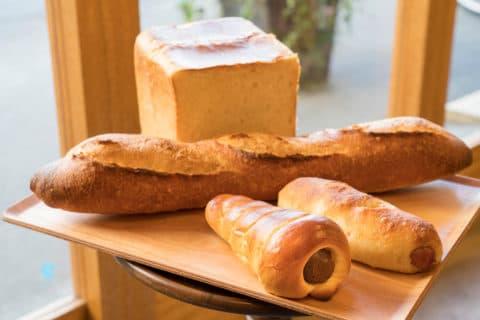 バーニーフィールズの店長おすすめのアカリベーカリーのパン
