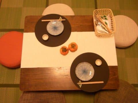 テーブルランナーは置くだけで一人暮らしの模様替えができる