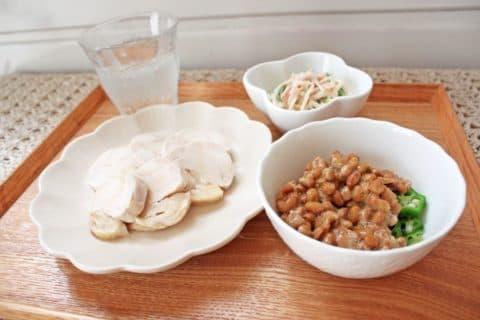 タンパク質の多い肉類や魚介類、大豆などでリジンを積極的に摂取する。