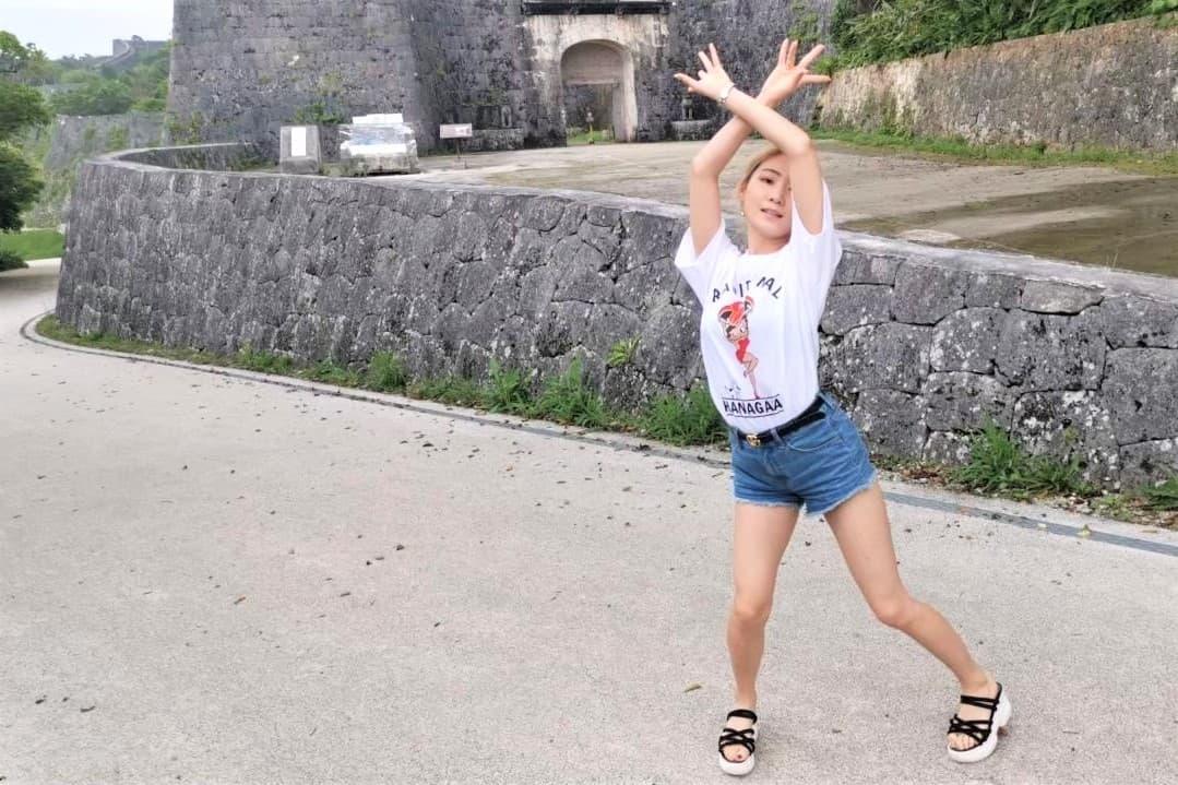 世界遺産の首里城で踊るJURI先生の写真_2
