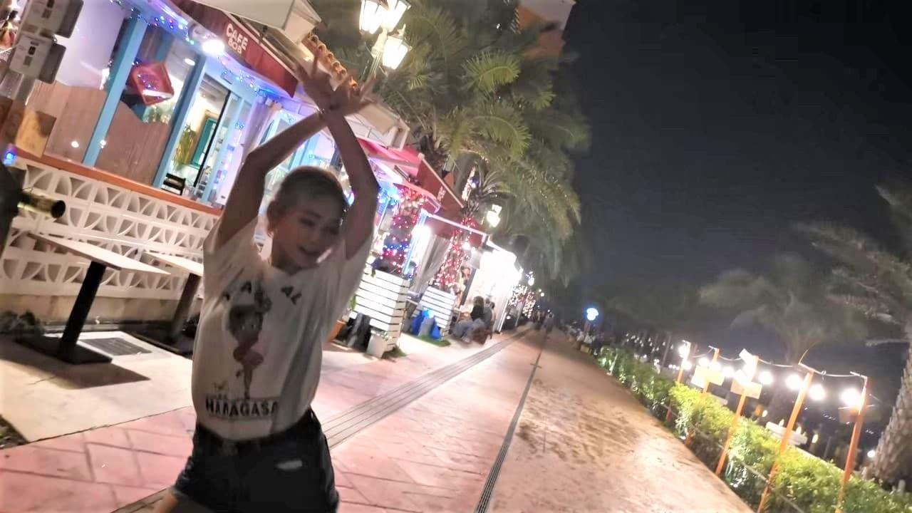 夜のアメリカンビレッジで踊るJURI先生_2